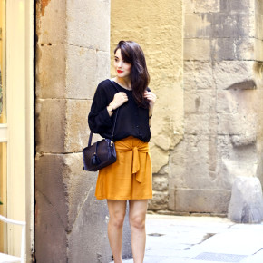 Mustard skirt from Ivori & Event in Barcelona